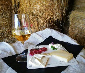 Probieren Sie Weine und noch mehrere landwirtschaftliche Erzeugnisse direkt vom Bauernhof. Der Kauf von typischen, regionalen Produkten unterstützt die lokale Wirtschaft.